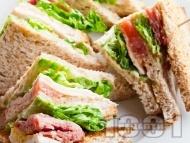 Рецепта Лесни триъгълни клуб сандвичи с шунка, яйце и зелена салата
